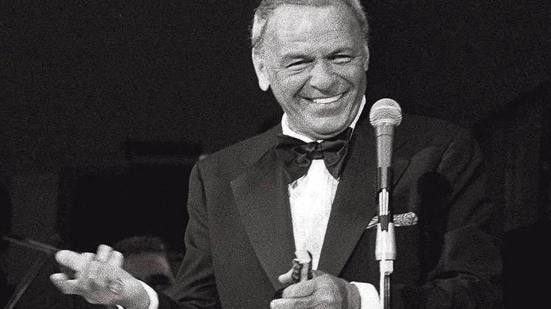 <b>Maturidade</b><br> O cantor nos anos 1980, com a inseparável garrafa de Jack Daniel's