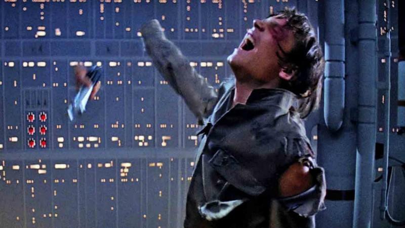 Star Wars: Mark Hamill faz piada e mostra onde mão de Luke foi parar depois de luta contra Darth Vader