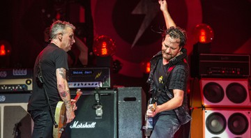 None - Mike McCready e Eddie Vedder (Foto: Amy Harris/AP Images)