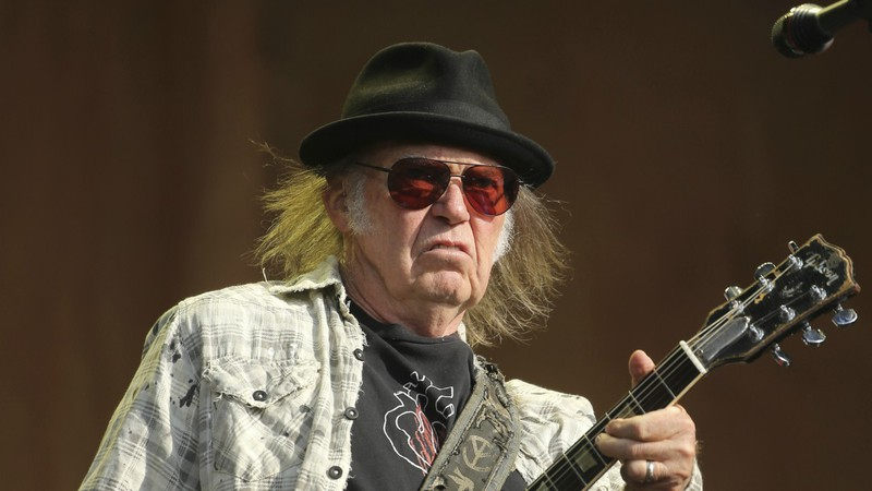 Neil Young e Crazy Horse anunciam primeiro disco em sete anos