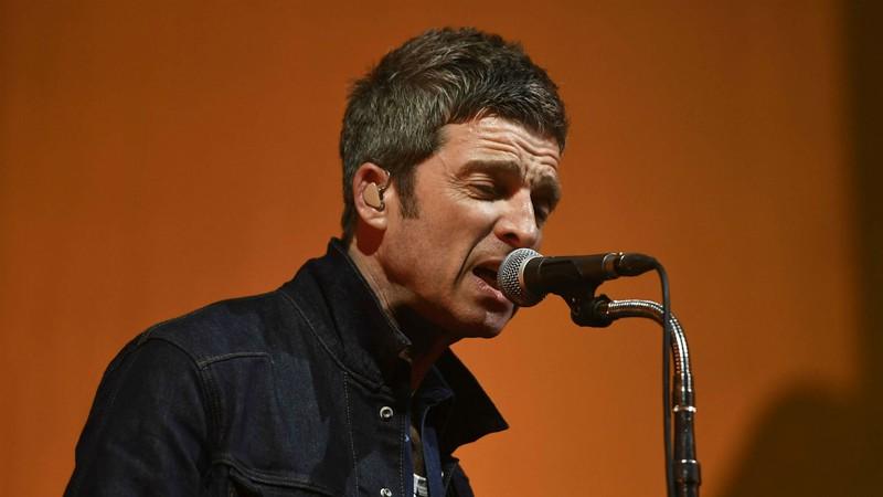 Como Noel Gallagher convenceu o primeiro empresário a assinar com o Oasis?