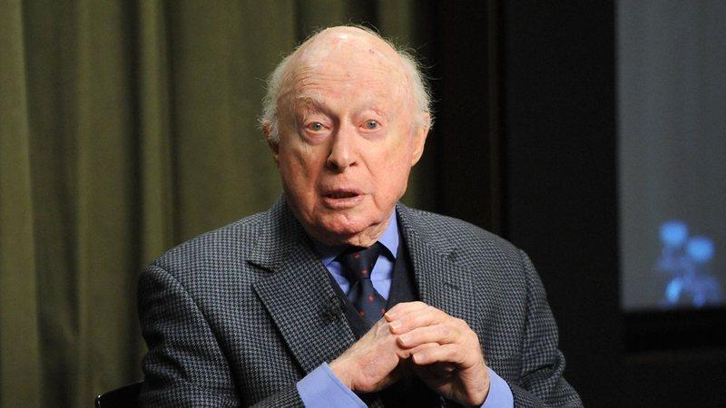 Morre Norman Lloyd, ator de Sociedade dos Poetas Mortos, aos 106 anos