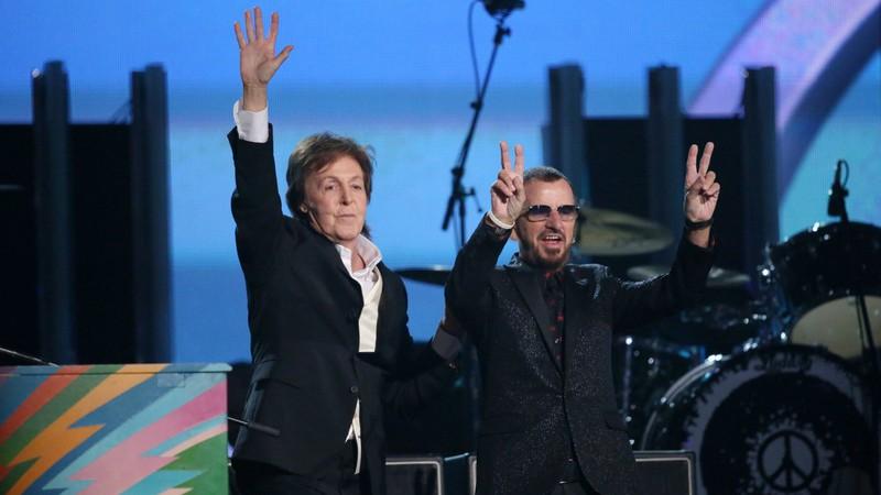 Paul McCartney e Ringo Starr se juntam em show para reviver músicas clássicas dos Beatles; assista