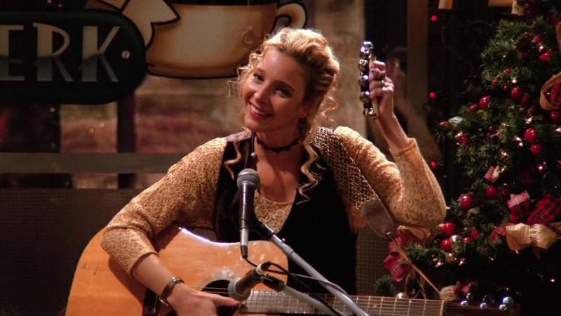 Phoebe - Lisa Kudrow diz que Friends seria menos racista se produzida hoje, mas defende a série: 'Uma cápsula do tempo'