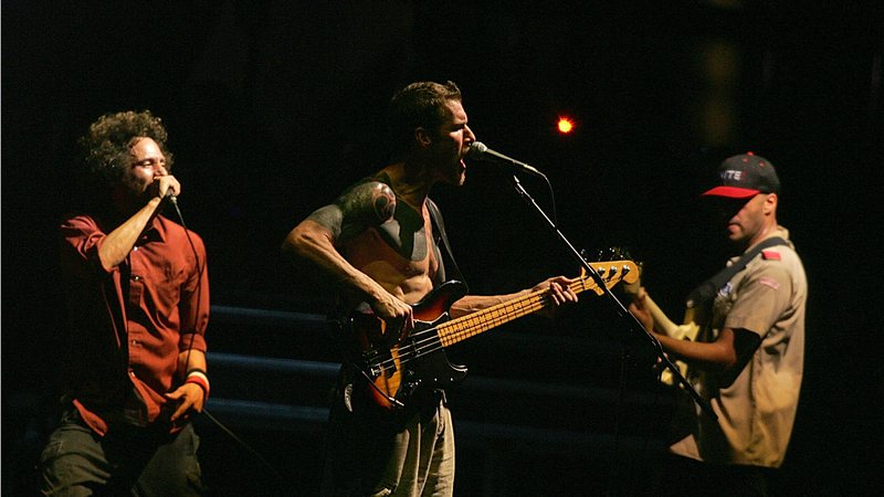 Rage Against the Machine contra o Coronavírus: banda ensina a lavar as mãos ao som de 'Killing In The Name'