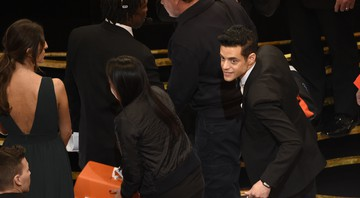 None - Rami Malek após cair do palco no Oscar 2019 (Foto:Chris Pizzello/Invision/AP)