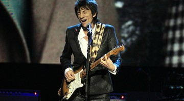 None - Ronnie Wood se apresentando no Hall da Fama do Rock em 2012 (Foto: AP Photo/Tony Dejak)