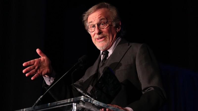 Steven Spielberg prepara série que só pode ser assistida à noite