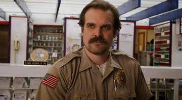 None - David Harbour como Jim Hopper na terceira temporada de Stranger Things (Foto: Netflix/ Reprodução)