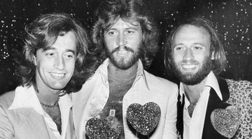 None - Robin, Barry e Maurice Gibb, do Bee Gees (Foto: AP Images / Lennox McLendon)
