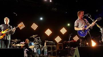 None - John Paul Jones, Dave Grohl e Josh Homme, do Them Crooked Vulture (Foto: AP Photo/Robert E. Klein)