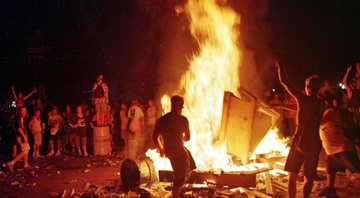 None - Incêndio no Woodstock '99 (Foto: AP Photo/Peter R. Barber)