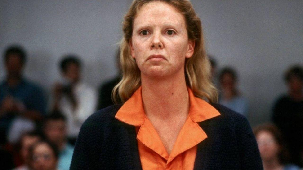 Charlize Theron como Aileen Wuornos - Monster: Desejo Assassino (2003) (Foto: Divulgação)