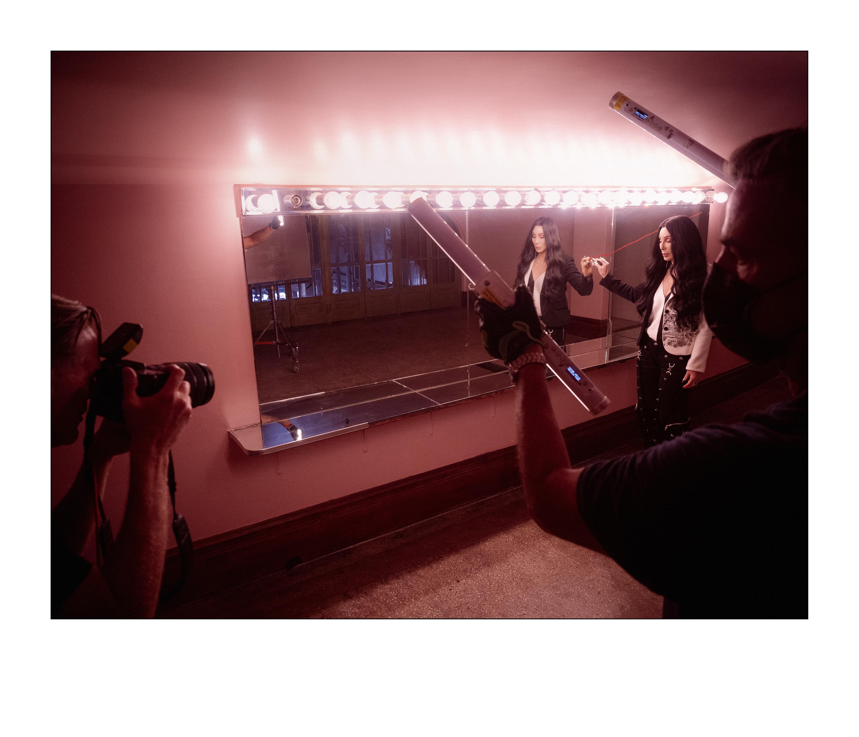Cher nos bastidores do Calendário Pirelli 2022, de Bryan Adams (Foto Alessandro Scotti)