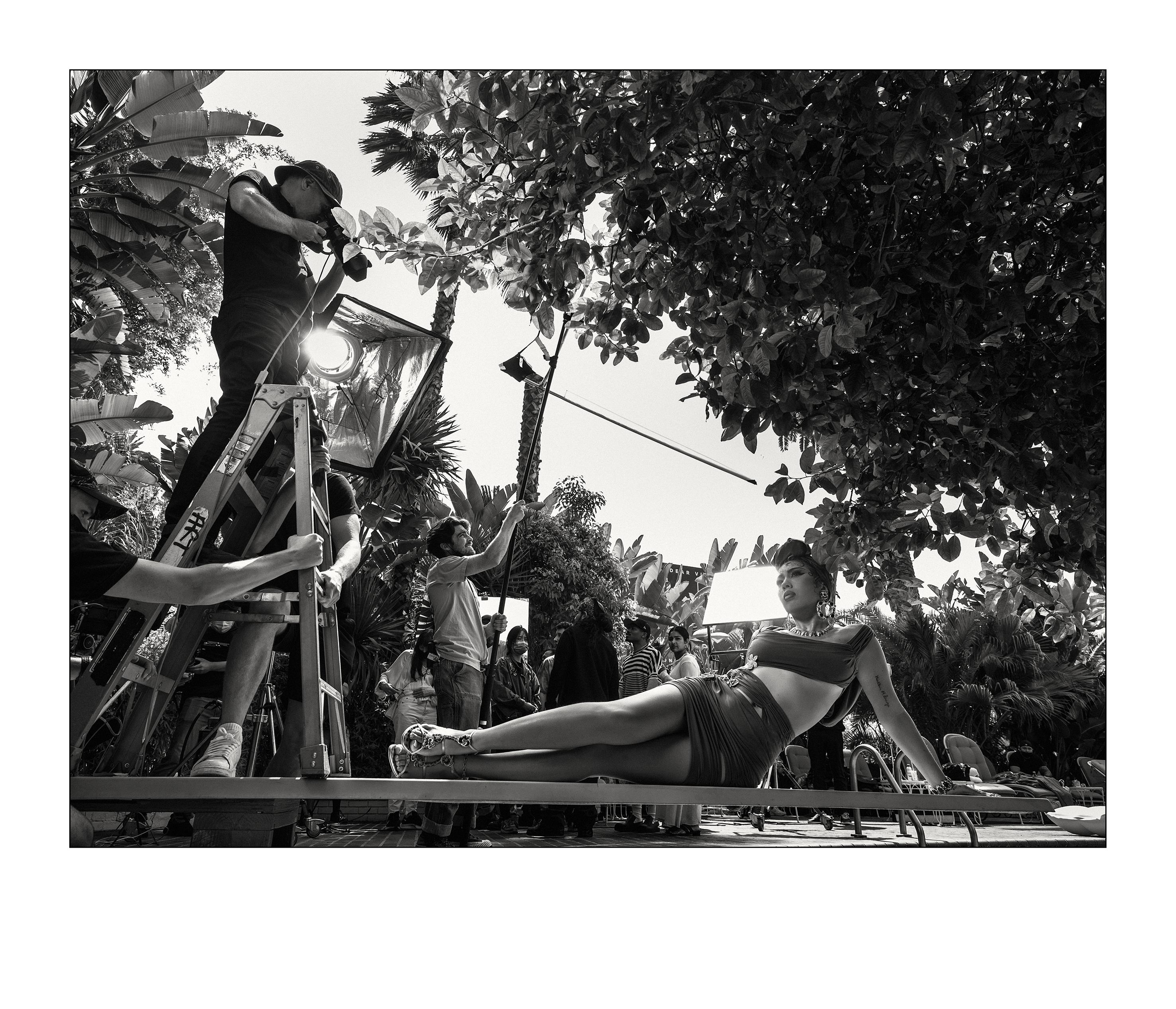 Kali Uchis Nos bastidores do Calendário Pirelli 2022, de Bryan Adams (Foto Alessandro Scotti)