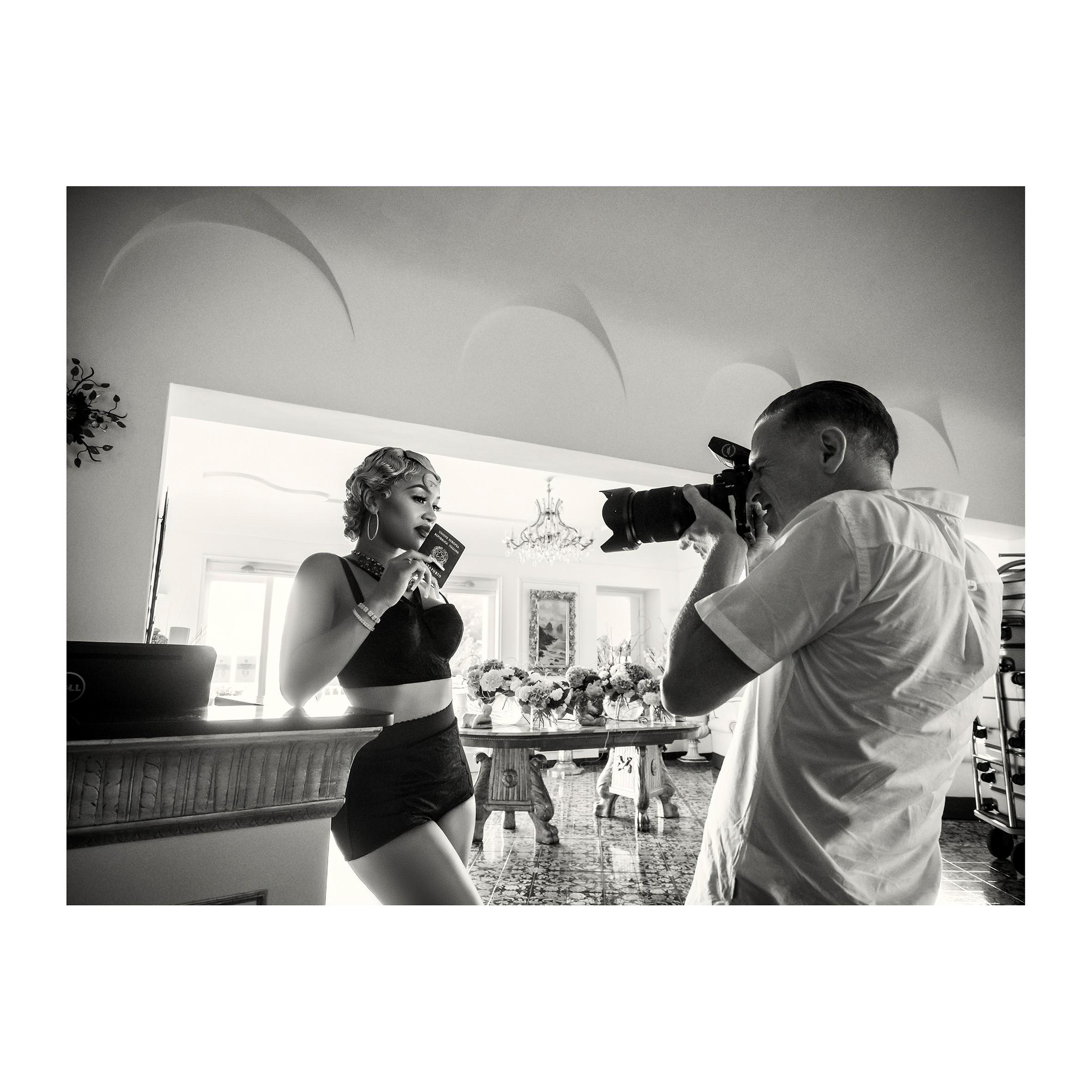 Saweetie nos bastidores do Calendário Pirelli 2022, de Bryan Adams (Foto: Alessandro Scotti)